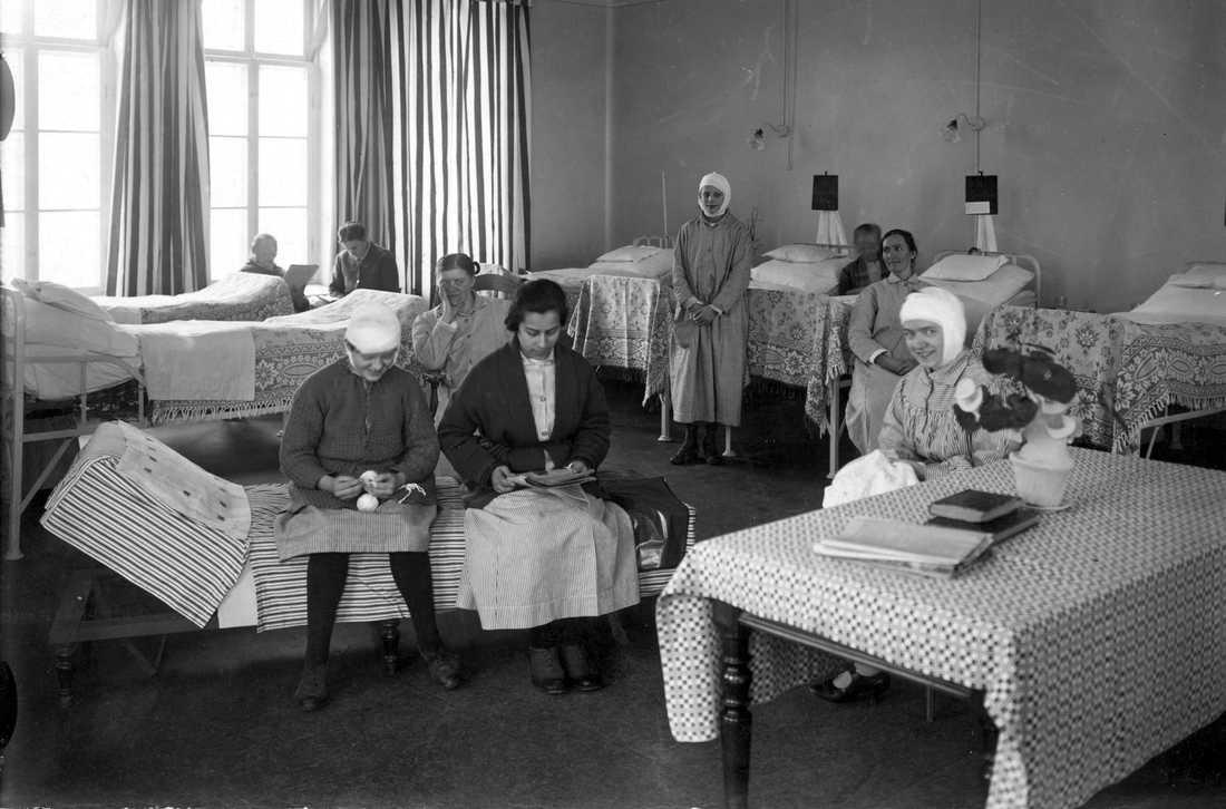 Sabbatsbergs sjukhus år 1925, med patienter och sjuksängar. Foto: TT