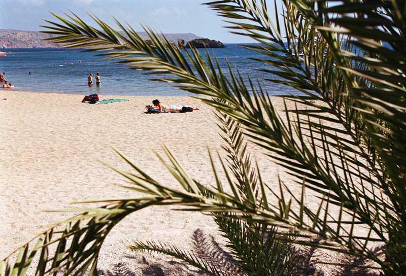 Kreta är platsen att besöka för Europas soldyrkare, i alla fall de som vill komma undan billigt.