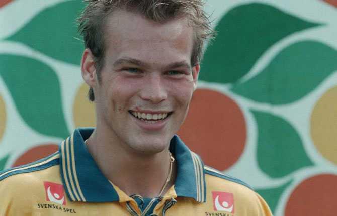 Året därpå, 1998, togs han för första gången ut i A-landslaget.