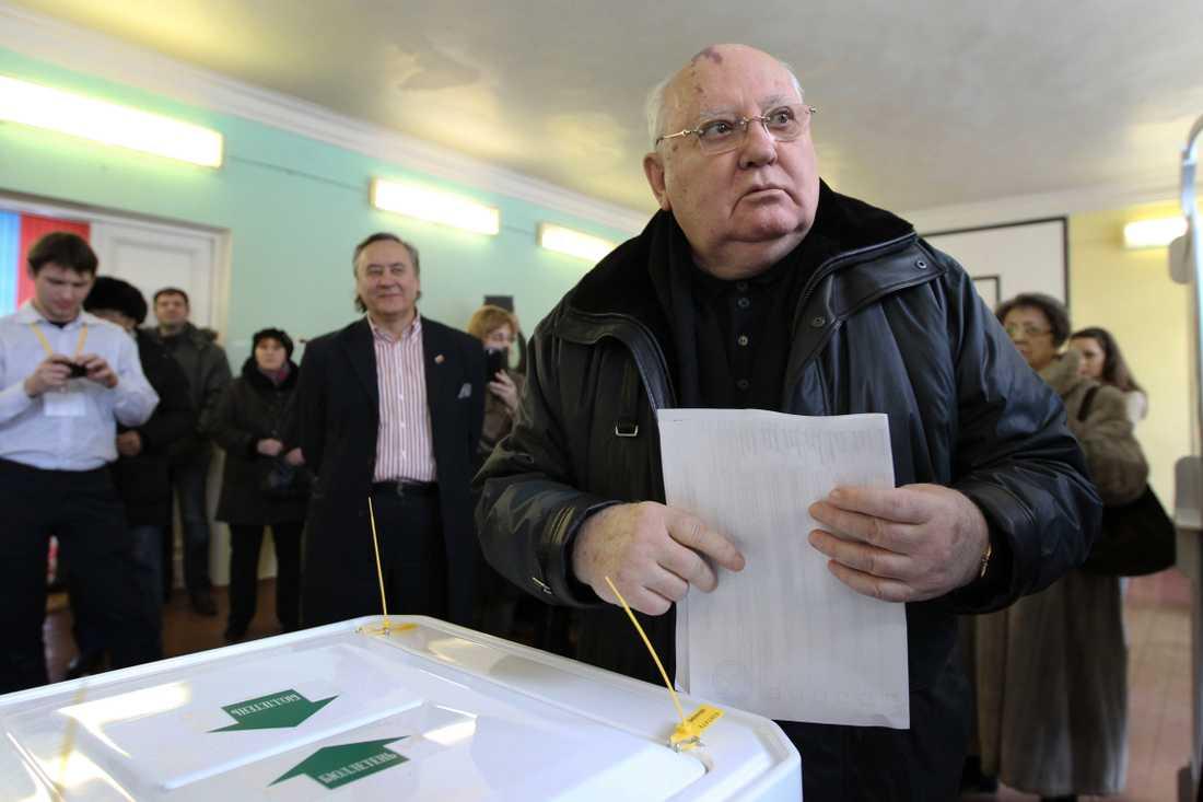 Ex-president röstade Sovjets förre ledare Michail Gorbatjov deltog under valsöndagen.