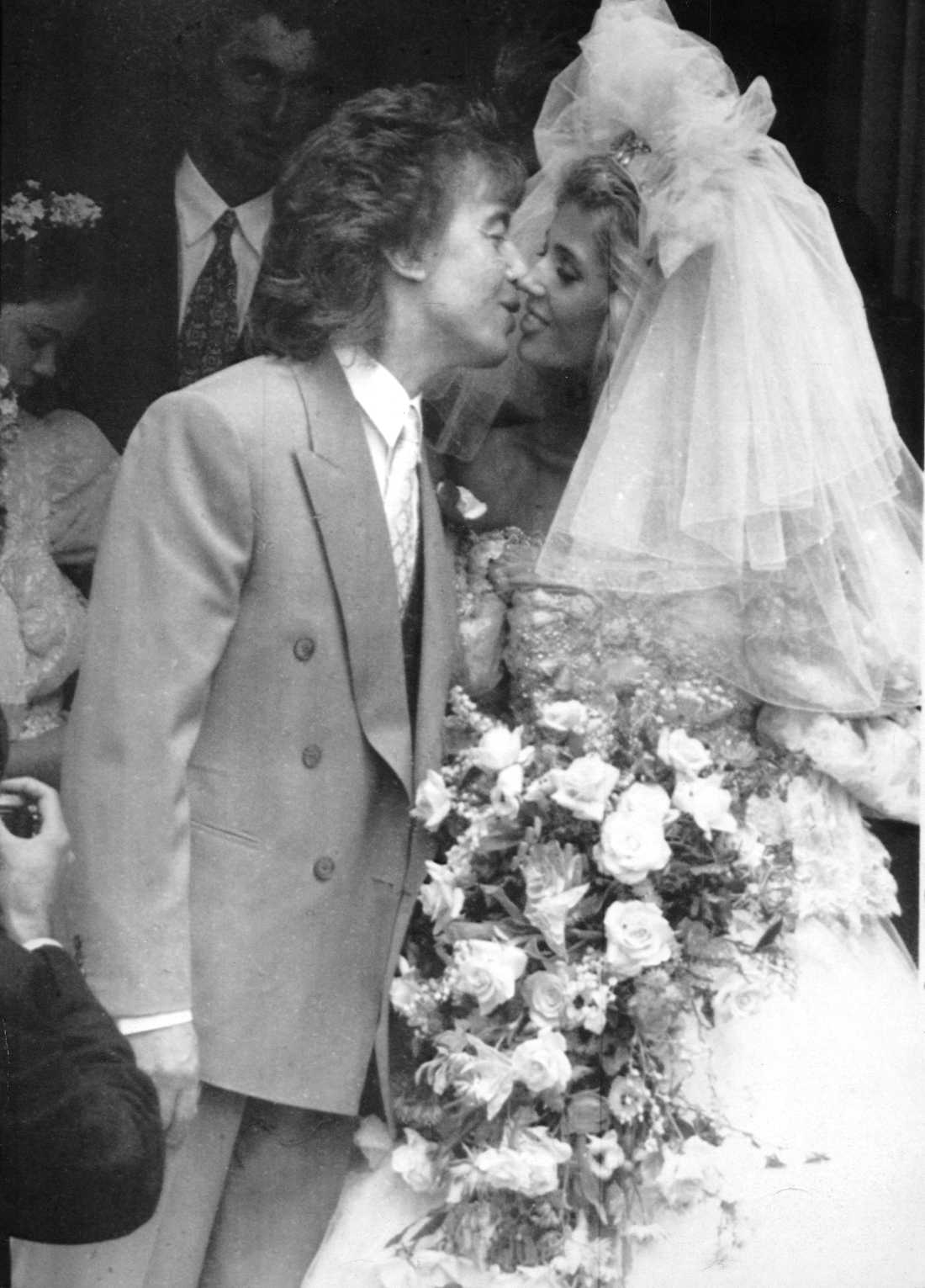 Bill Wyman och Mandy Smith gifte sig i juni 1989.
