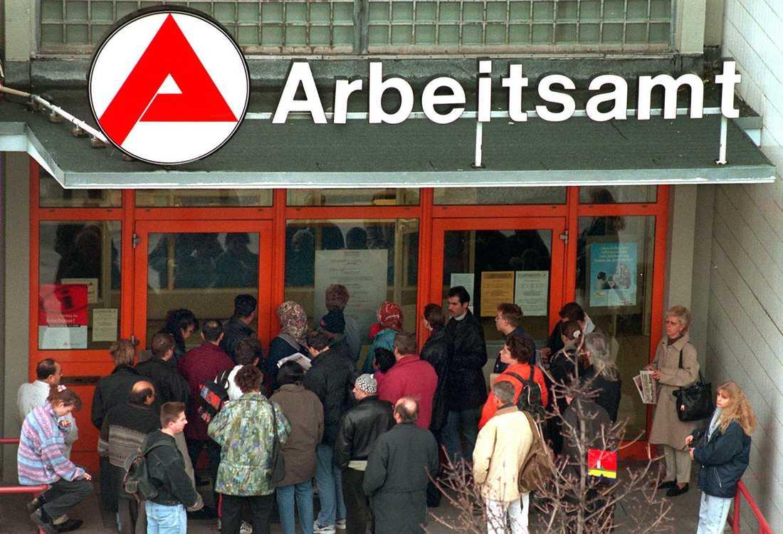 Arbetslösheten i östra Tyskland är fortfarande högre än i väst.