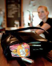 Matchar modet. Tampongtillverkarna har lyckats öka försäljningen genom att förpacka mensskydden i rosa och tigerrandigt.