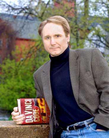 "Dan Brown har skrivit ""Da Vinci- koden""."
