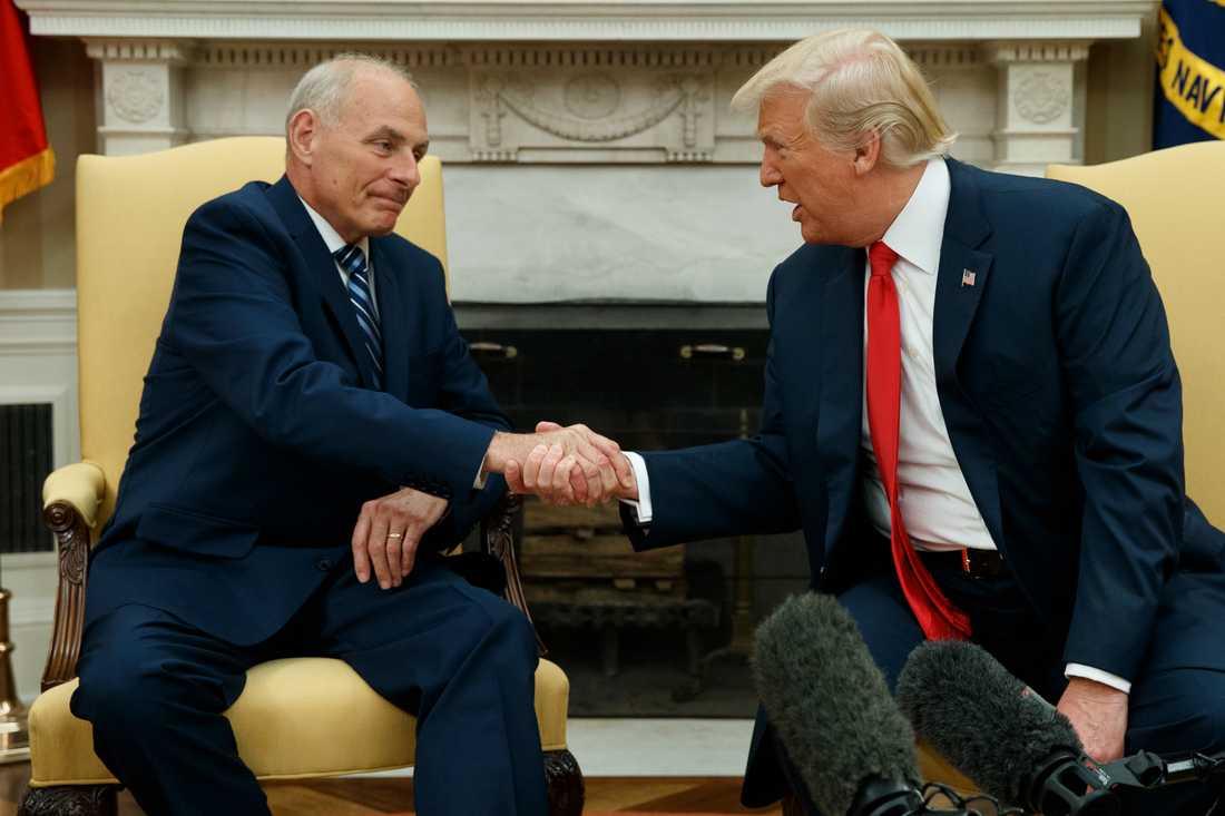 Vita husets nya stabschef Jonh F. Kelly och president Donald Trump.