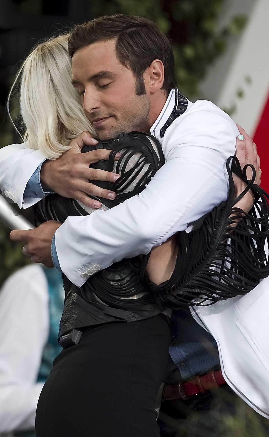 Måns kramar om Veronica Maggio.