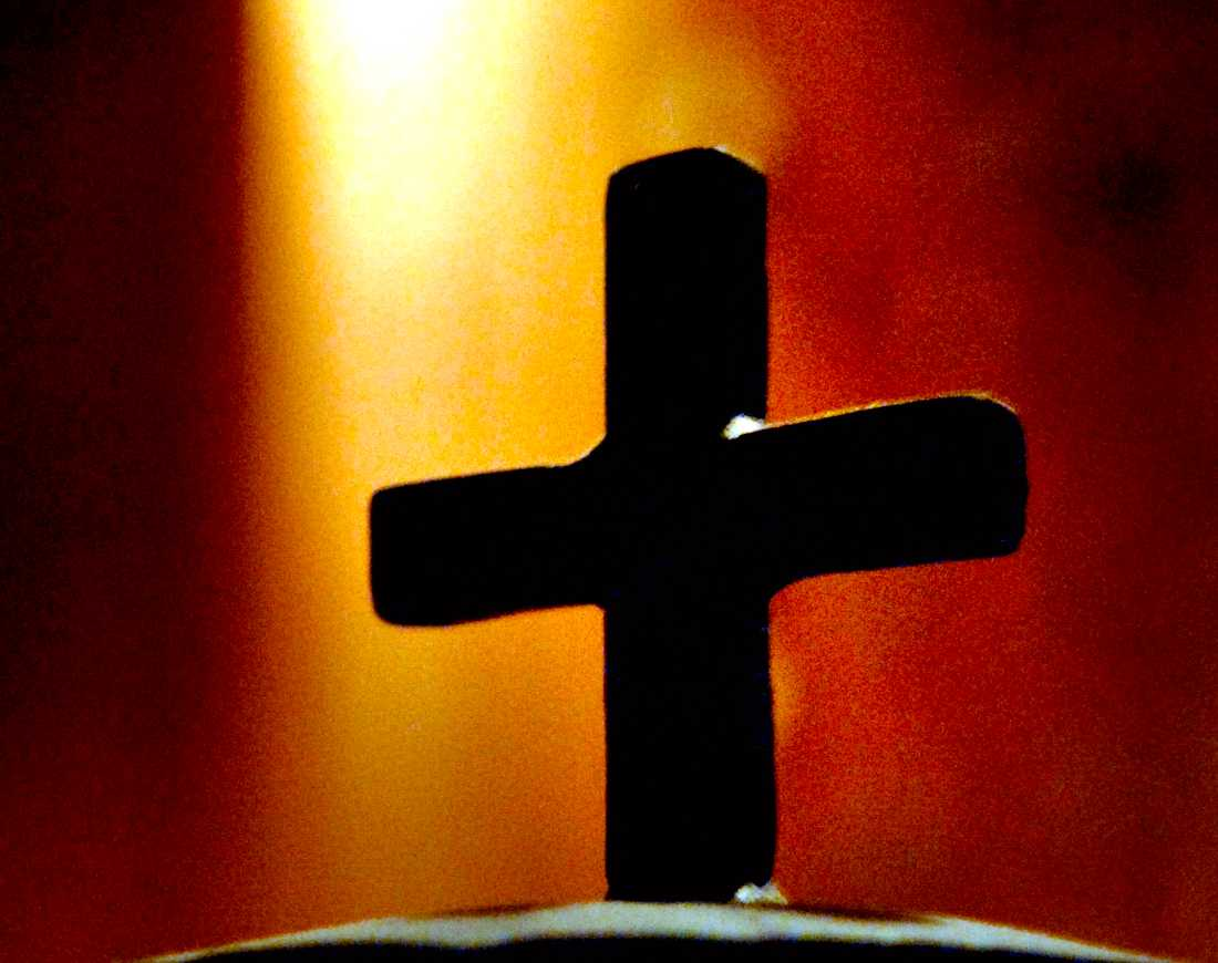 Minst åtta elever på kristna friskolan Hällebergsskolan i Uddevalla har försökt ta sina liv, avslöjar GP.