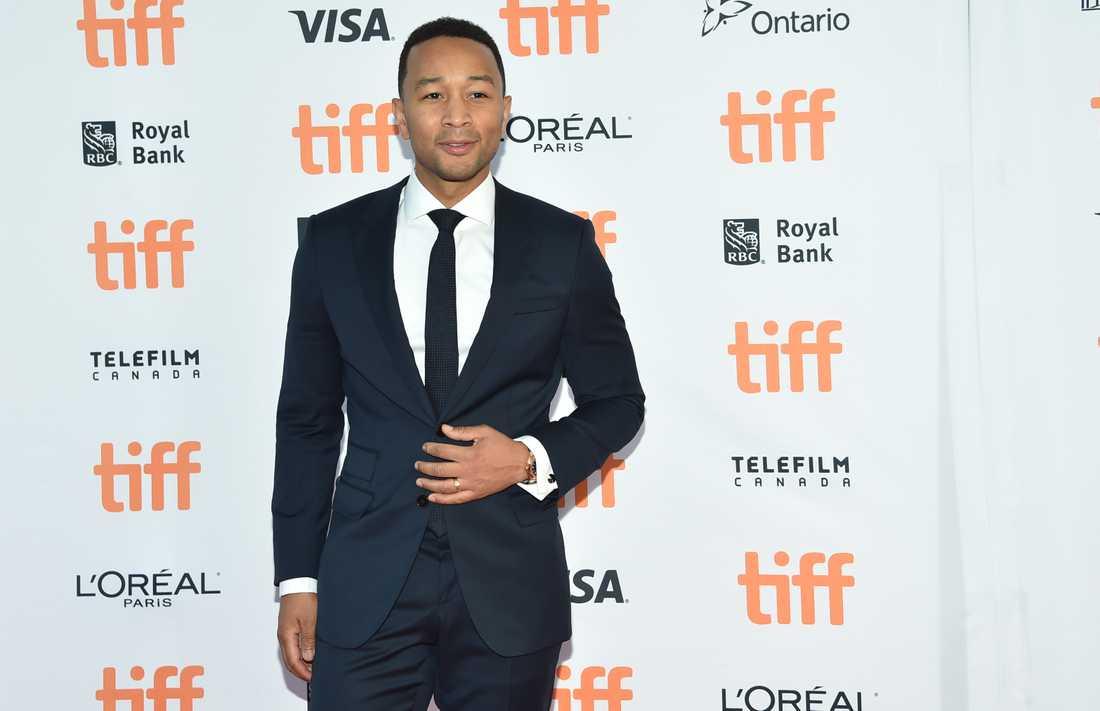 """""""Jag tror dessa kvinnor"""", säger artisten John Legend."""