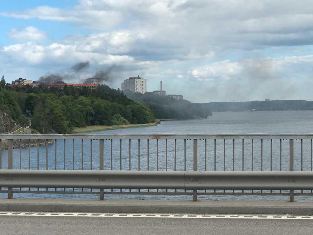 Brandrök över Lidingö.