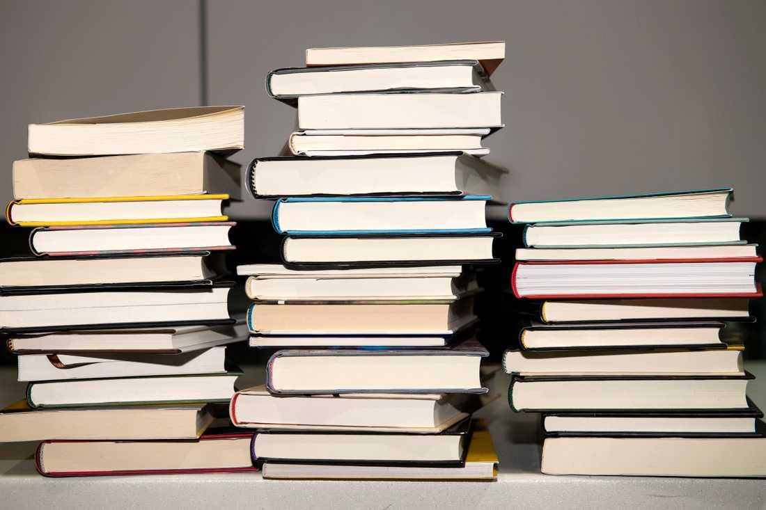 """""""Ibland känns det som om de låga bokpriserna devalverar all möda och talang som ligger bakom orden"""", skriver Peter Kadhammar."""