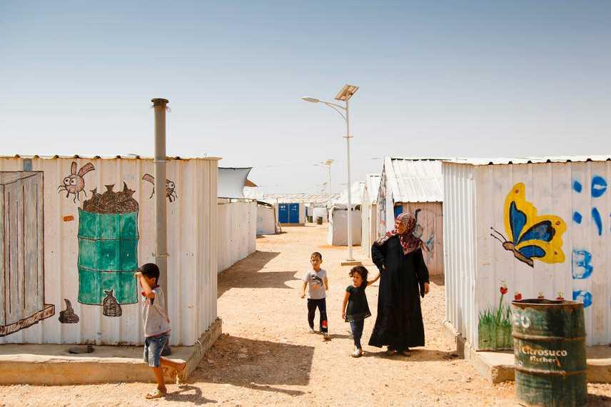 I lägret finns skolor, dagis och sjukhus.