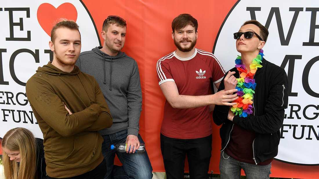 Fans väntar på One love-konserten i Manchester. Från vänster Will Scott, Chris Storiy, Adam Jaques och Cameron Adair.