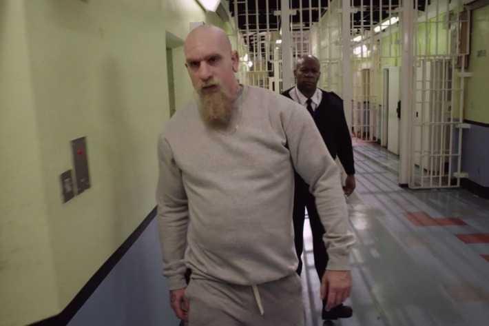 Sacha Baron Cohen som exfången och konstnären Rick Sherman.