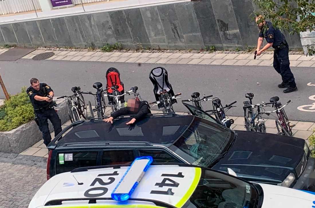 Mannen greps i Östersund och misstänks nu för stämpling till terrorbrott.