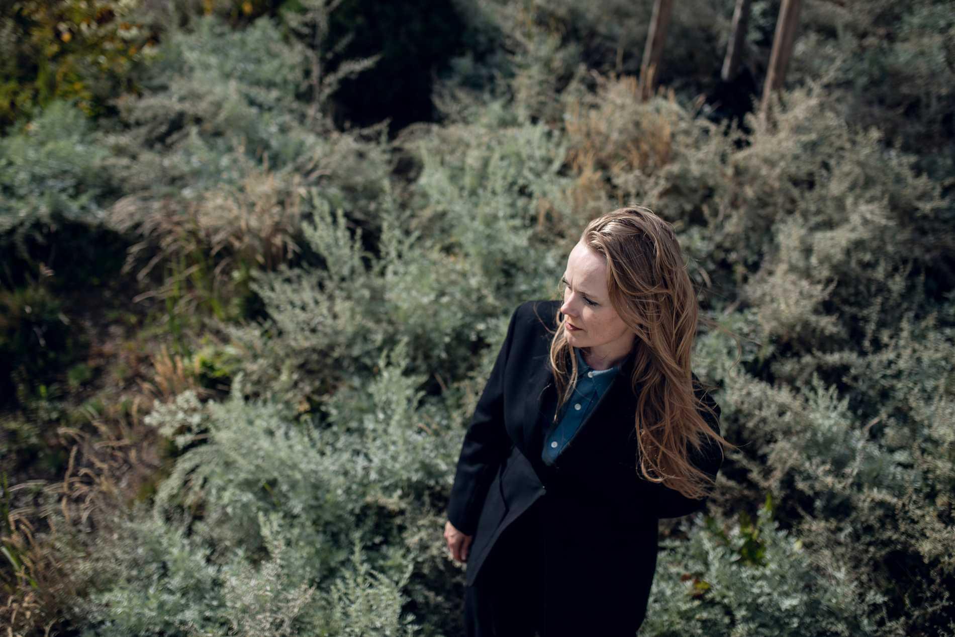 Flera av låtarna på Ane Bruns nya skivor handlar om sorgen efter hennes far.
