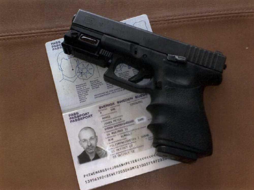Pistol och pass