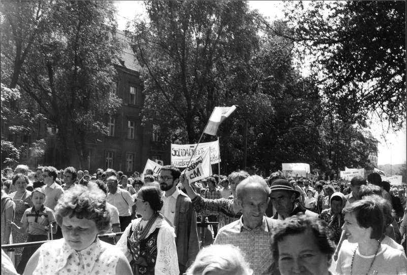 Vana demonstranter En demonstration till stöd för fackföreningen Solidaritet efter Påven Johannes Paulus II predikan i Krakow 1983.