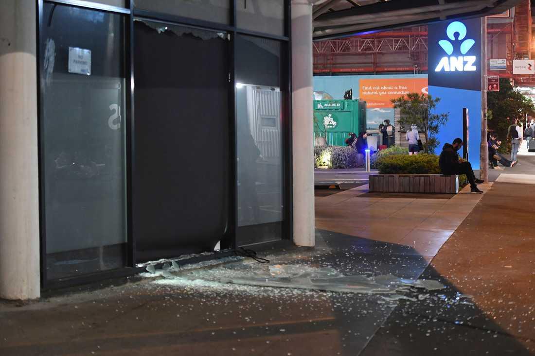 En fönsterruta på en byggnad i Wellington gick sönder av skalvet.