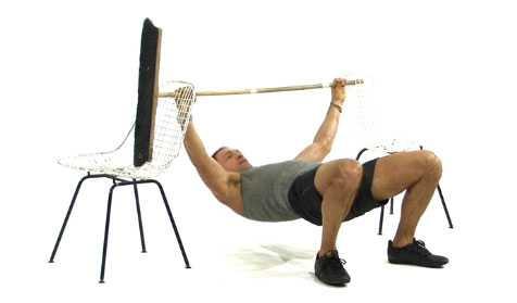 Enkel omvänd armhävning (kan även göras under exempelvis ett bord), startposition.