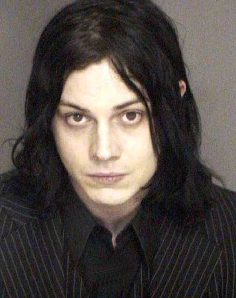 Strax innan jul 2003 greps Jack White, sångare i The White Stripes, misstänkt för att ha misshandlat sångaren i The Von Bondies, Jason Stollsteimer, på en rockkonsert i Detroit.