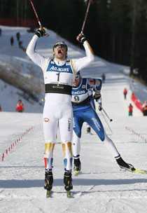 JAAAA! Emil Jönsson krossade allt motstånd i sprinten i kanadensiska Canmore.