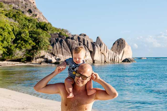 Singelföräldrar betalar ofta mer per person när de ska på semester.