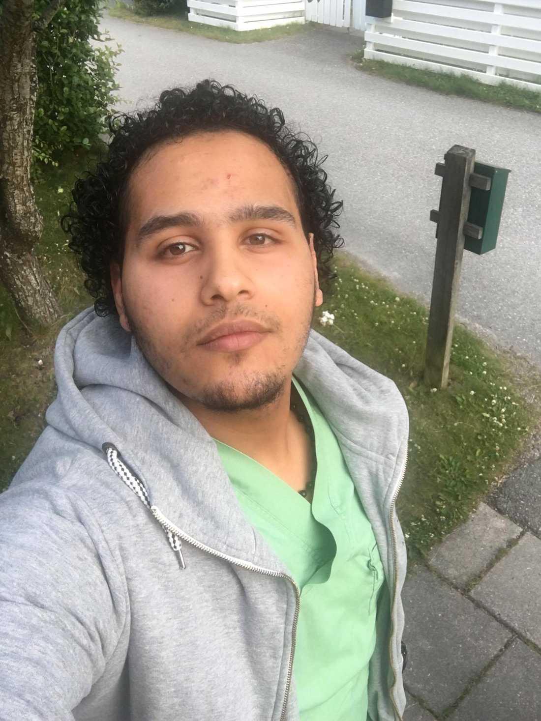 Bisharah Bisharah, 20, från Västerås kastade sig in i det brinnande huset för att evakuera de boende.