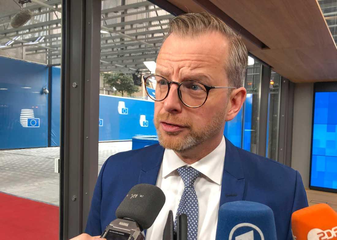 Inrikesminister Mikael Damberg på väg in till fredagens EU-möte i Bryssel.