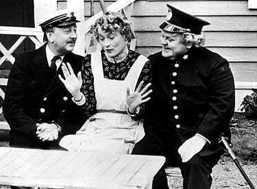 Mille Schmidt, Monica Zetterlund och Sune Mangs i folklustspelet Söderkåkar 1970.