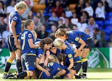 SPELET VIKTIGAST De svenska landslagstjejerna är överens att spelet på planen är det som ska locka nya sponsorer - inte deras utseende.