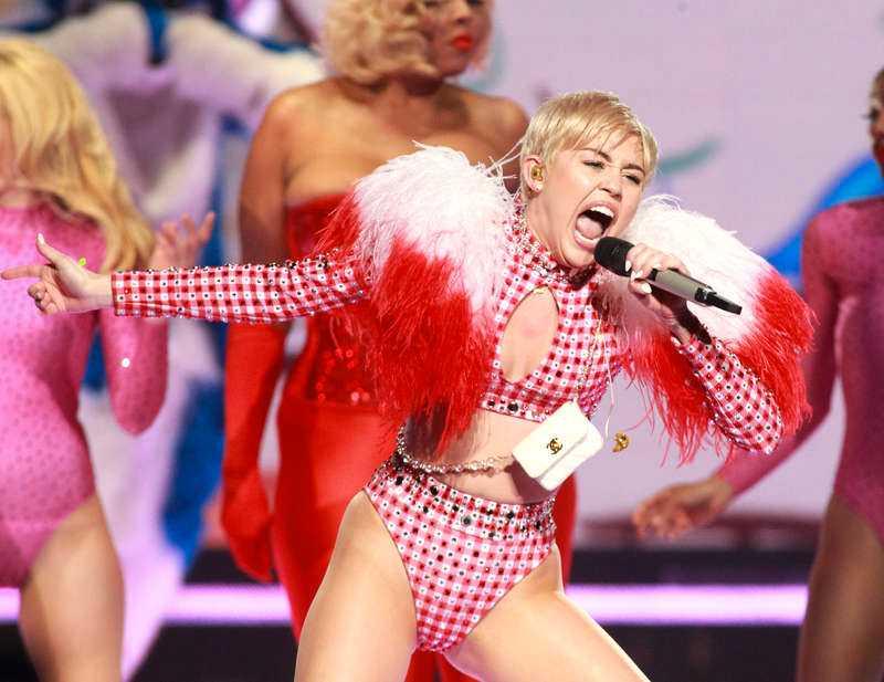 Miley Cyrus senaste singel med mark Ronson från slutet av förra året är den bästa låten som Lady Gaga inte har gjort på väldigt, väldigt länge.