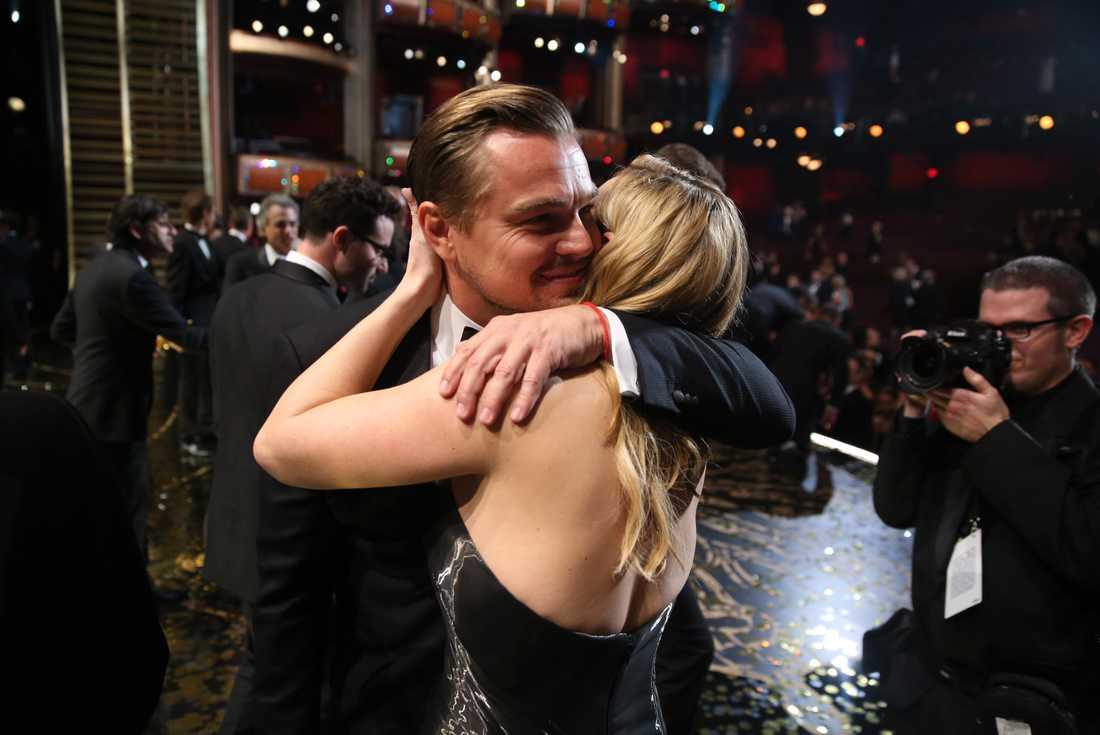 Ingen var gladare än Kate Winslet över att Leo äntligen plockade hem en egen guldgosse.
