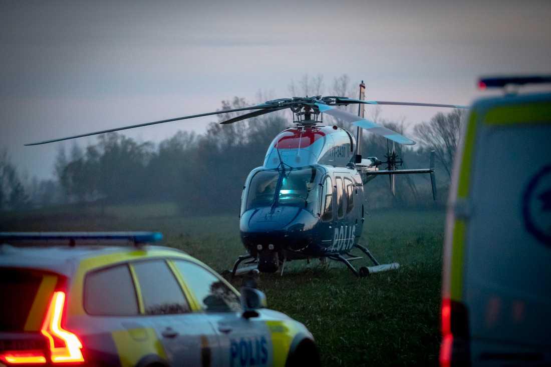 En helikopter sattes in i sökandet.