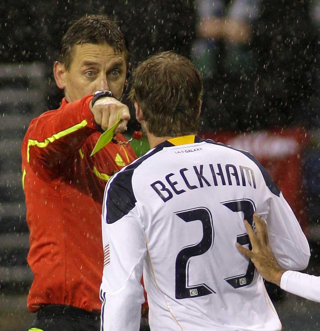 Beckham inledde säsongen 2011 i LA Galaxy med att toppa varningsligan med fem gula kort efter sex matcher.