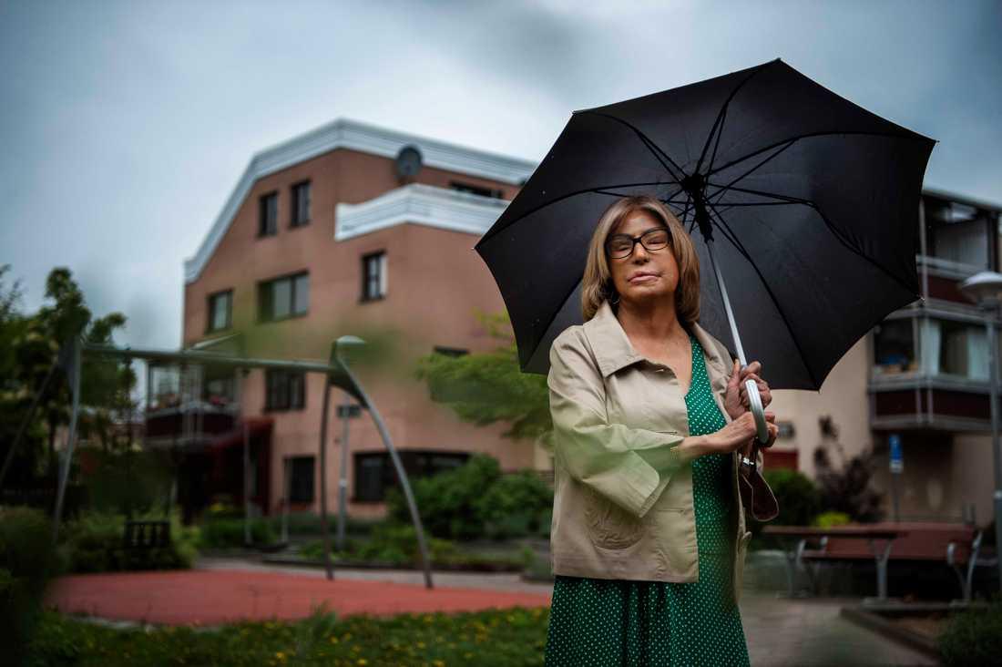 Maria Rashidi vittnar om att unga flickor i förorten uppfostras till att vara underordnade männen.