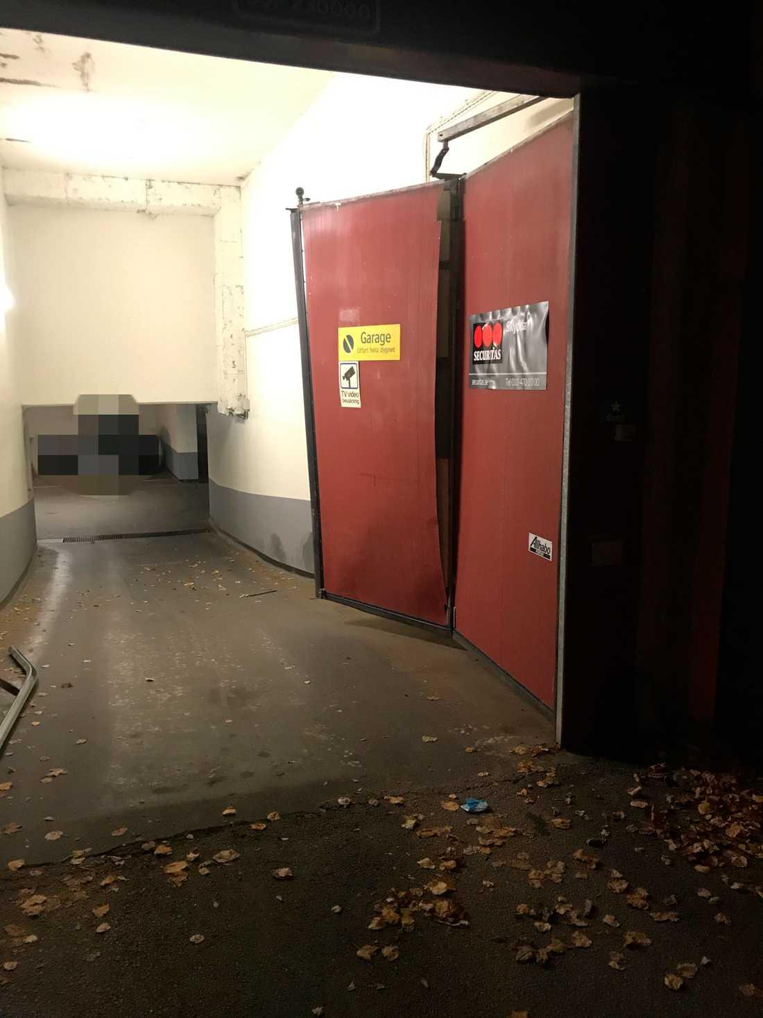 """På väg hem från """"bingolotto"""" råkade Leif """"Loket"""" Olsson köra in i sin garageport."""