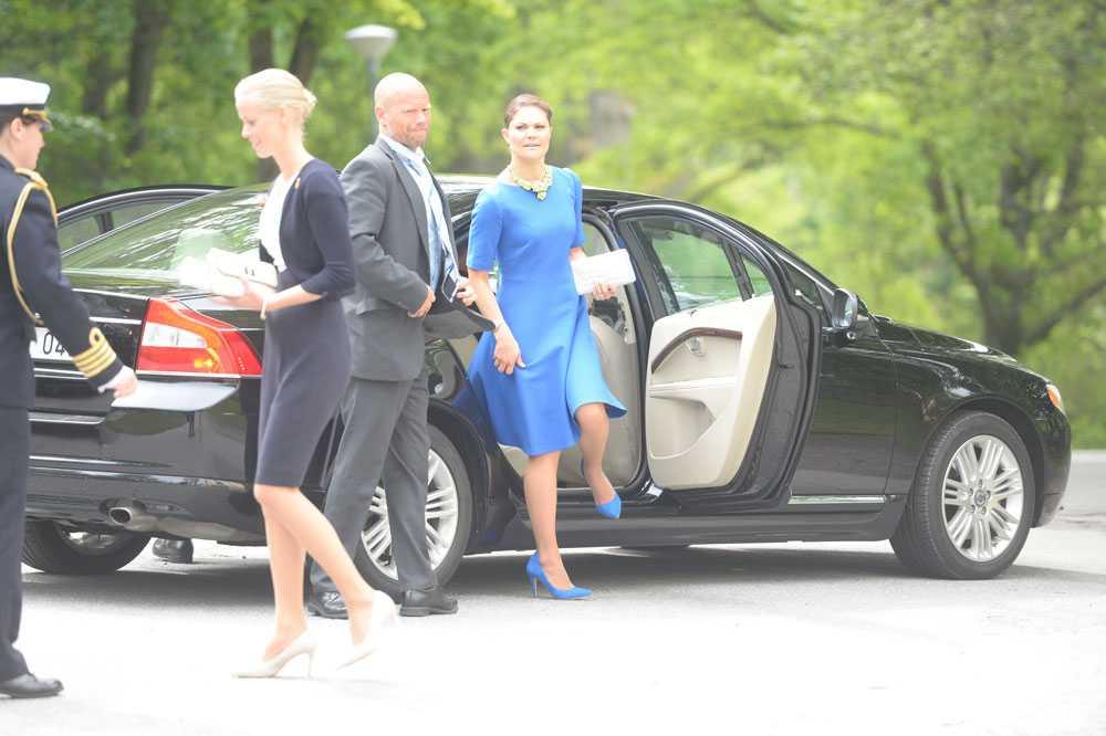 Kronprinsessan Victoria är också en av Leonores faddrar.