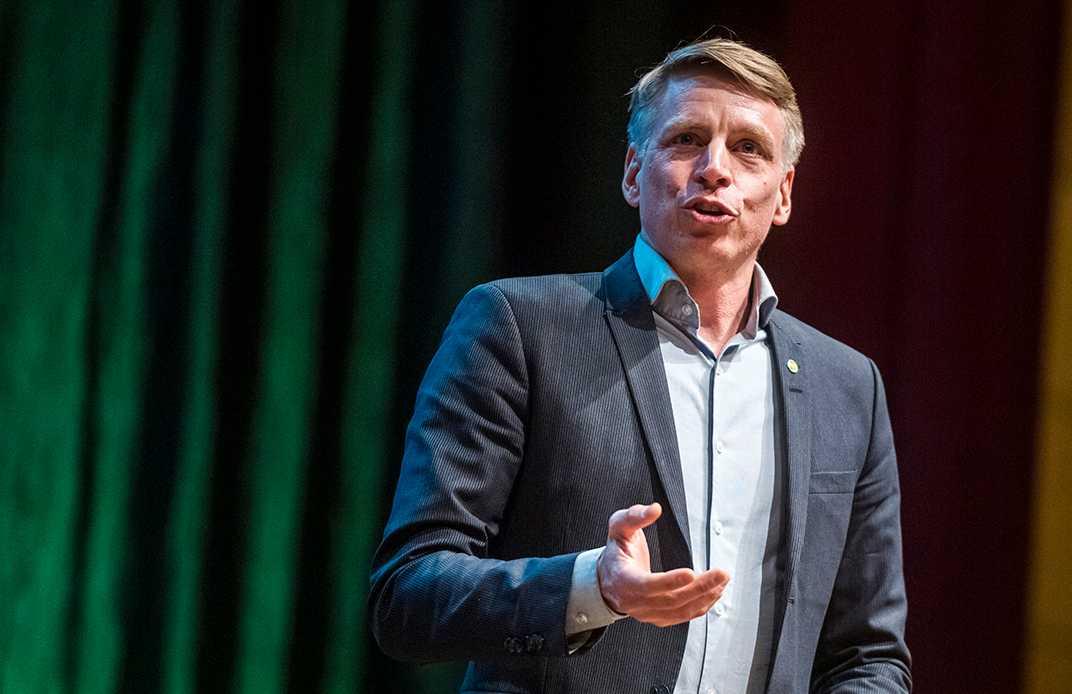 """Finansmarknadsminister Per Bolund kallar företagets hantering är """"helt oacceptabelt""""."""