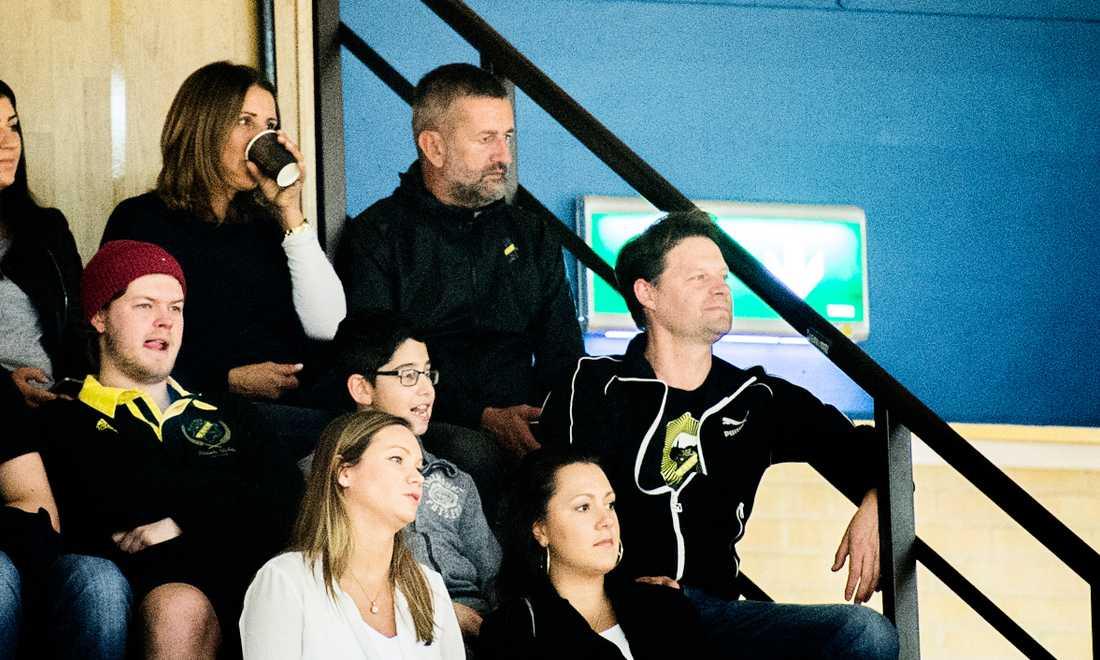 Fotbollens assisterande tränare, Nebojsa Novakovic, var på plats och såg AIK-basket.