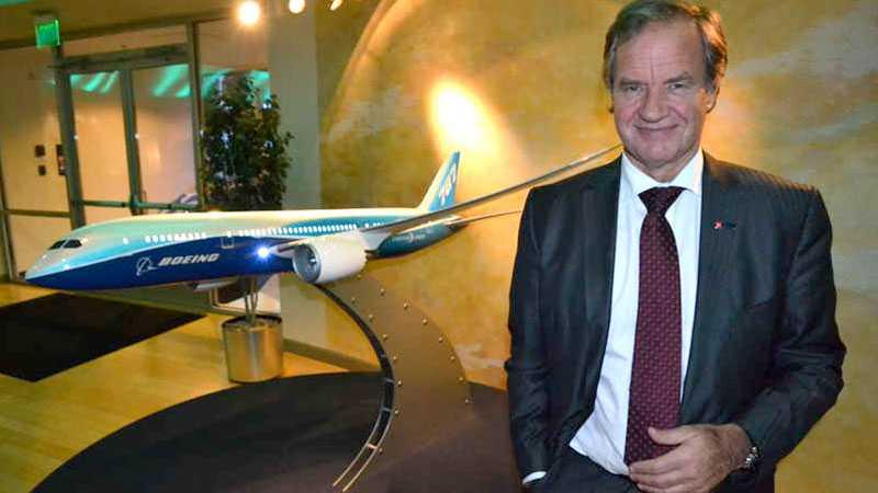 Bjørn Kjos, vd för Norwegian, på Boeing i Seattle. Norwegian är det första nordiska flygbolaget som beställt Boeings 787 Dreamliner - flygplanet av plast.