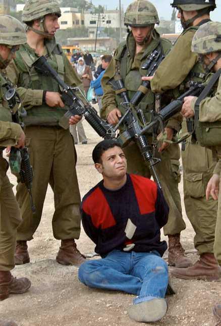 Bojkotta Israel Israel är i dag att betrakta som en ny apartheidstat. Omvärlden lyckades bryta ner apartheidsystemet i Sydafrika genom olika slags bojkotter. Nu är det hög tid att vi står upp för demokrati och mänskliga rättigheter även i Palestina.