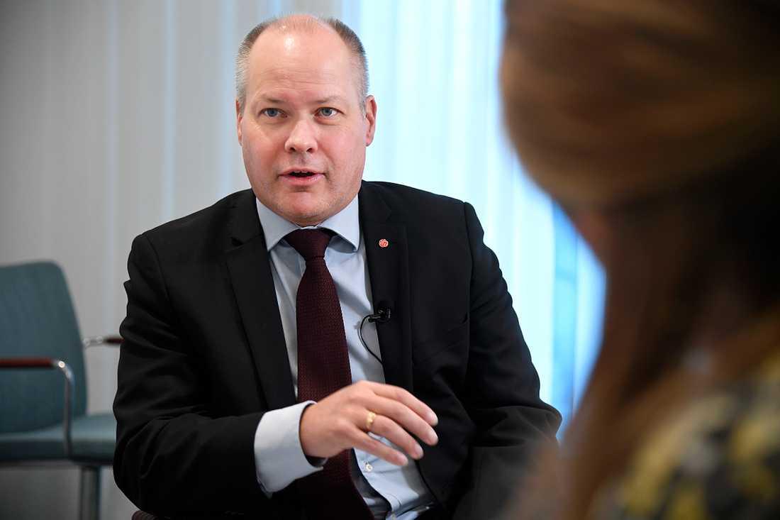 Aftonbladets reportrar Johanna Rapp och Helena Trus träffar justitie- och migrationsminister Morgan Johansson under granskningen av rattfylleristerna.