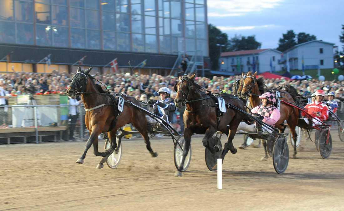 Diamanten och Christoffer Eriksson vinner före Robert Bergh och Muscle Hustle.