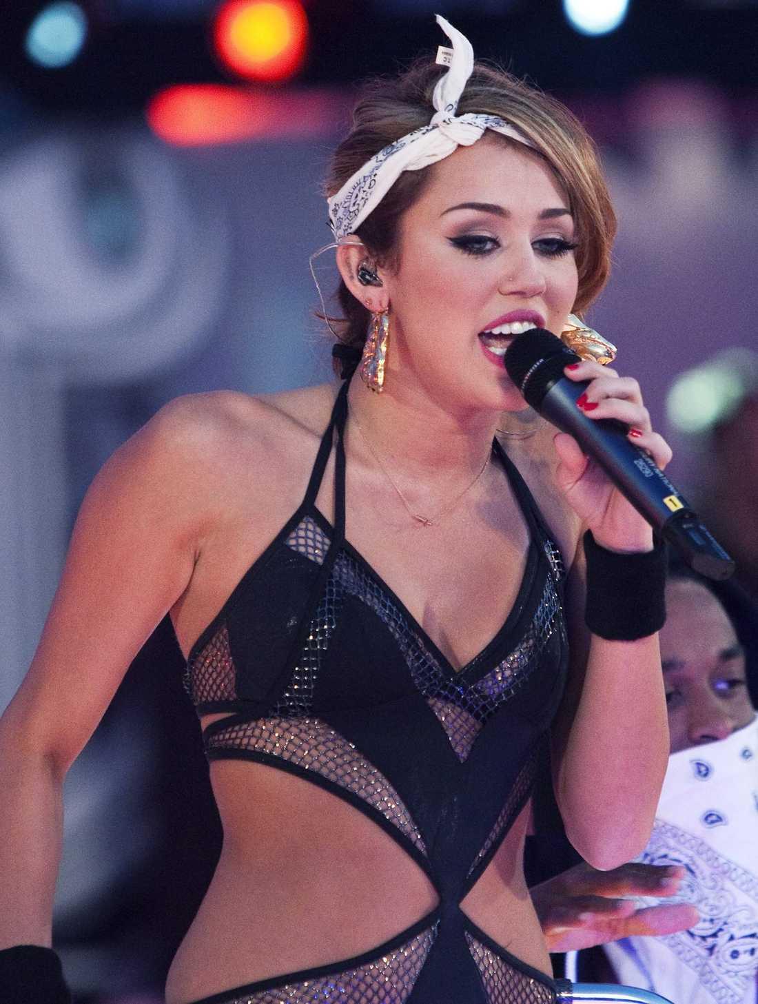 """Cirka 100000 kronor per avsnitt. Miley Cyrus, 17, """"Hannah Montana"""". Cyrus har också tjänat miljoner på sin musik."""