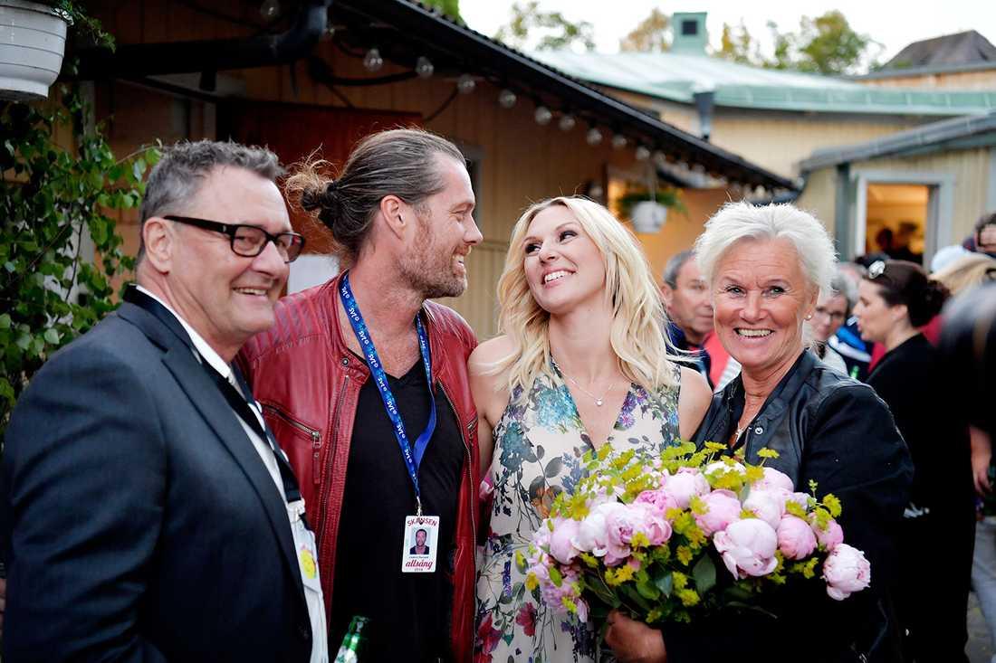 """""""Det var så roligt att stora delar av familjen verkligen var på plats så att vi kan dela den här upplevelsen tillsammans"""" säger Sanna Nielsen."""
