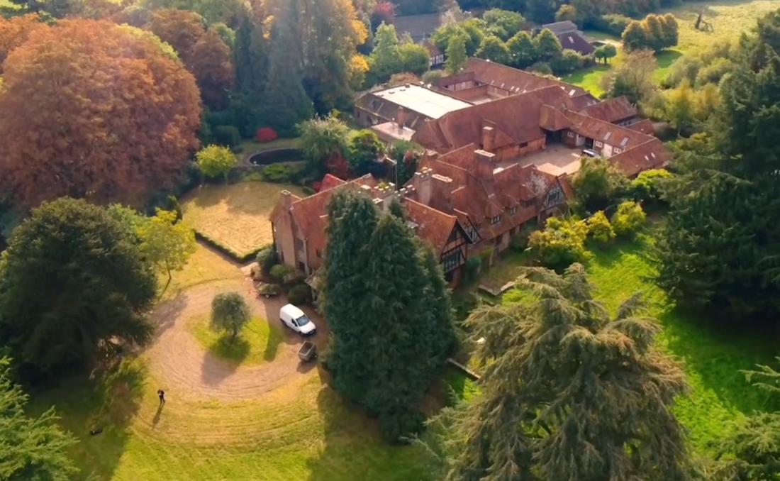 Egendomen är i dag till salu för tolv miljoner pund, drygt 130 miljoner svenska kronor.