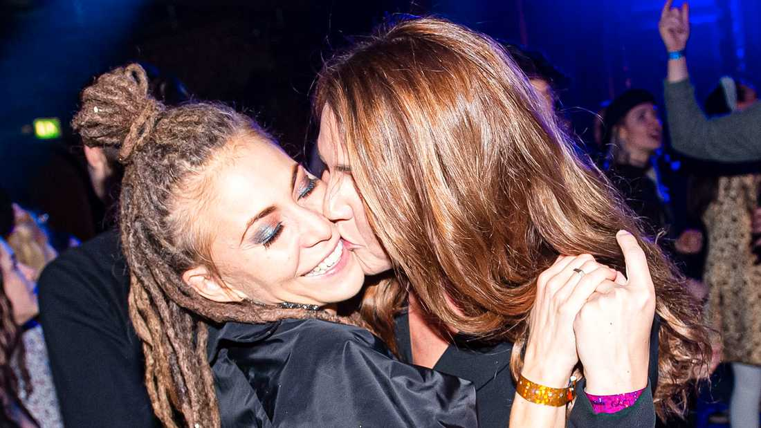 Mariette och Isabelle på Melodifestivalens efterfest.