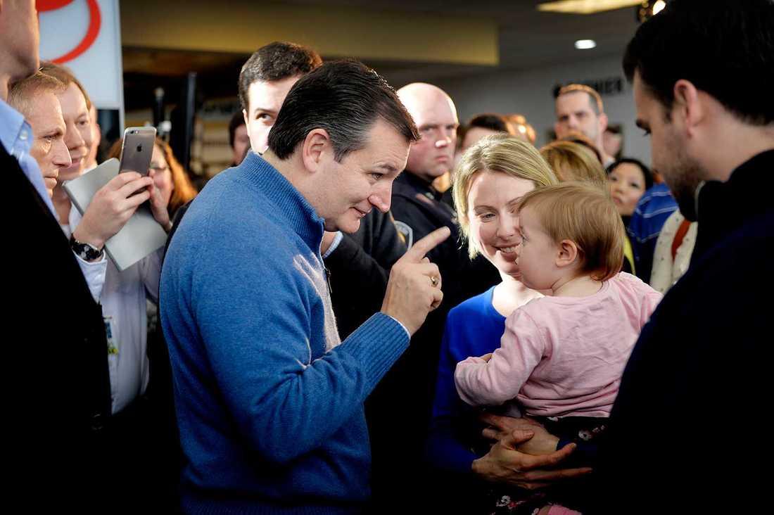 Ted Cruz möter åhörare.