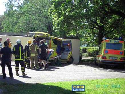 Flera fick föras till sjukhus efter ett gasutsläpp på Gustavsviksbadet i Örebro på lördagen.