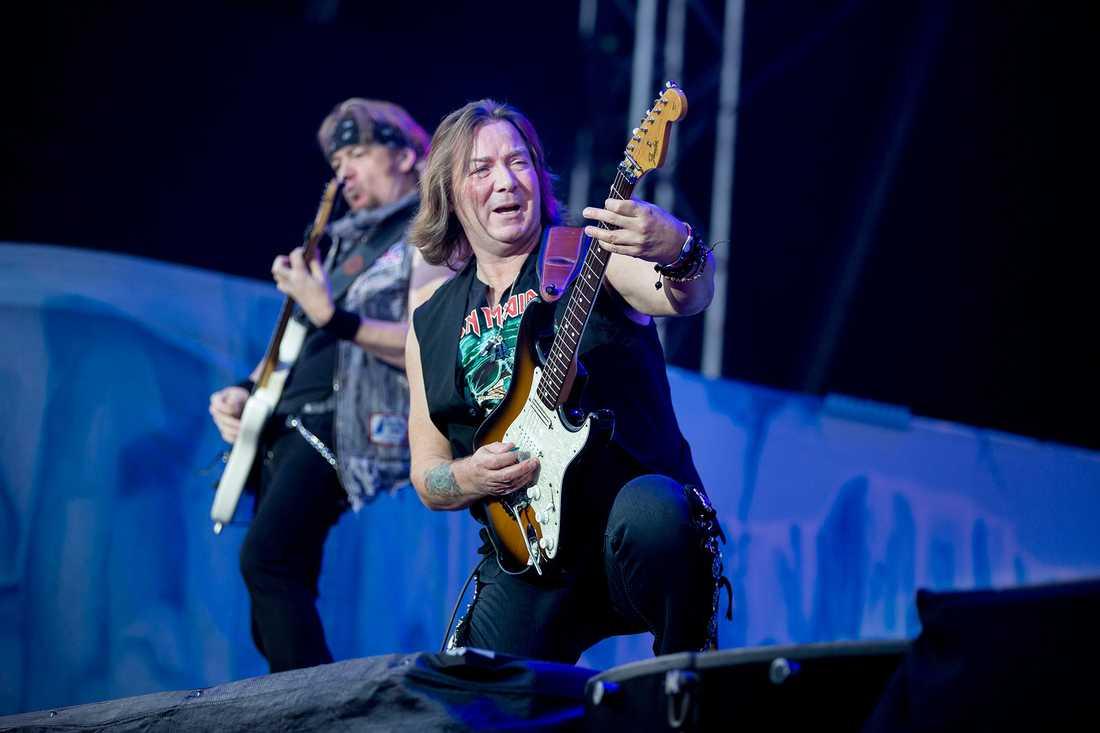 Iron Maiden på Malmö stadion 2013. Gitarristerna Adrian Smith och Dave Murray.